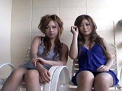 Két kurvás Japán csajok Yurina Shiho, Hibiki Mahiru ad egy rövid interjút, mielőtt a rohadt egy másik