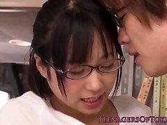 Ártatlan ázsiai firsttimer geek kibaszott a szemüveg