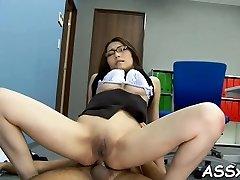 Sexy āzijas bauda stimulējot toying viņas maksts un anālās