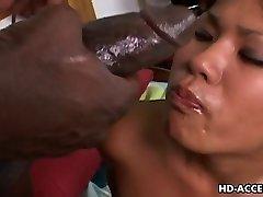 Asian motikom Kyanna li međurasni seks