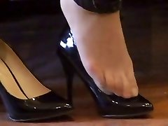 asian hosed (nylon) feet shoeplay with high high-heeled slippers
