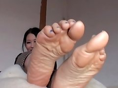 Chinese Peels Off Her Nylons