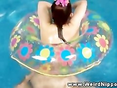 Orientalski sex lutka zajebal v bazen, ki jih lastnik