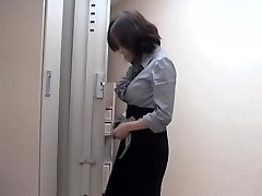 Naughty asian slut poked by massagist in sexy spycam movie