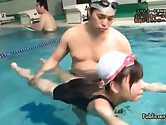 Sexy asian babe gets horny swiming ph6