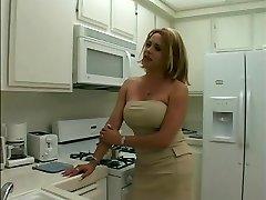 סקסית בלונדינית קוקסינלית מקבלת זמן מצצה זין עבה