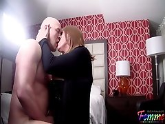 Making out with a marvelous Crossdresser
