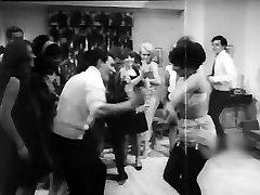 petrecerea se transformă cald! (1968 fara penetrare)