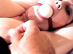 imoral robie timp cu biberon si mufe juca