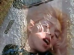 마릴린 제스-금발의 아름다움과 차량 후드(Gr-2)