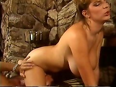 Retro Mindy Rae rails lads face with her constricted puss then bonks