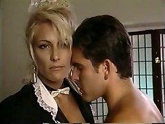 TT meisje neemt zijn bal op de blonde milf Debbie Diamant