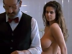 1.Debora Caprioglio paprika scène examen docteur