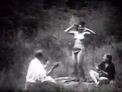 Vintage Stripper Dansen in het Bos
