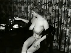 Mouth-watering Smokin MILF from 1950's