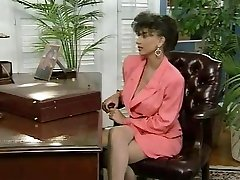 שרה הצעירה וג ' ון בצק במשרד