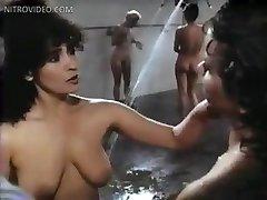Linda Blair Sybil dunning Edie Williams, Marcia Carr i Sharon Hughes pod prysznicem Lindy Blair szybko
