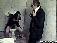 Kurwa na podłogę w łazience
