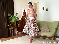 Busty retro dark-haired frigs herself deep rock-hard in nylon garter