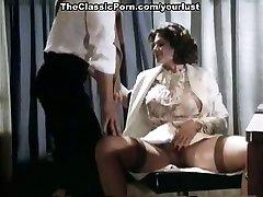 זה חושקת מדהים. ב הלבשה תחתונה סקסית יודעת איך לרכב על הזין