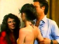 Molten looking women enjoy a 3some