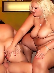 Plump older babes Melinda Shy and Rosa slurping dick and spreading their Plump eager muffs wide