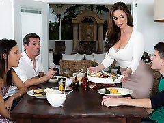 Kendra Enthusiasm & Jordi El Nino Polla in Kendras Thanksgiving Sticking - Brazzers