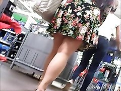 upskirt , fat girl but succulent ass ,