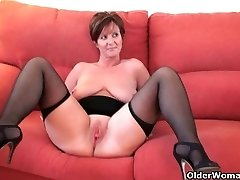 British granny Joy spreads her bangable pussy