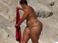 BBW Huge Rump on the Beach