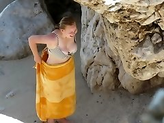 Round teenage with perfect titts on beach