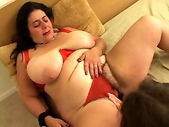 Fat cockslut goes down on girl