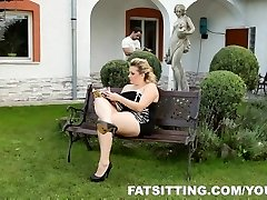 Kristy supplies pleasure to her slave with pussy-smothering