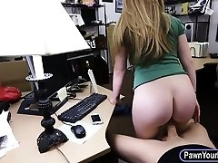 Amateur blonde babe gets her pussy pounded by ultra-kinky pawn guy