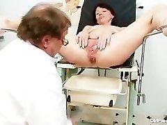 Lean milf weird pussy fingering by gyno doctor