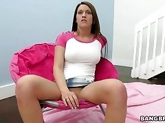 Elektra Foxx spreads her pussy open frolicking with jewel