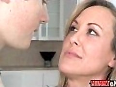 Teen Madison Chandler and huge-titted MILF Brandi Love 3some