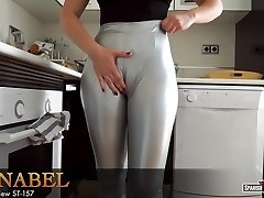 Nymph with huge cameltoe eases after cleaning