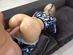 Sporty Nubile with oily ass-fuck gets giant load on ass / grinding in yoga pants