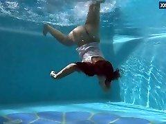 Puzan Bruhova immense teenage in the pool
