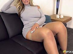 UK MILF with platinum-blonde hair Kellie OBrian is always prepared to demonstrate caboose