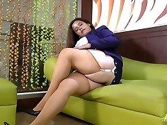 LATINCHILI Rosaly is masturbating her fat latin grannie pussy
