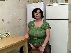 AMATEUR BBW BIG Fun Bags Granny PISSING SEX
