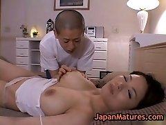 Zrele bigtit Miki Sato masturbira