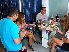 Tailandés Parte de las adolescentes con la bebida(de NUEVO en el 1 de Agosto de 2016)