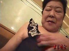 Japonés de la abuela disfrutando del sexo