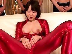 asiático traje de cosplay de chicas chupar la polla