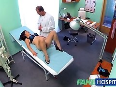 FakeHospital Hermosa vietnamita paciente da su médico de sexo