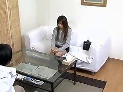 Médicos fantasías cumplidas por el doctor japonés en vídeo espía