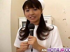 Misato Kuninaka enfermera se la follan con las herramientas médicas y vibra